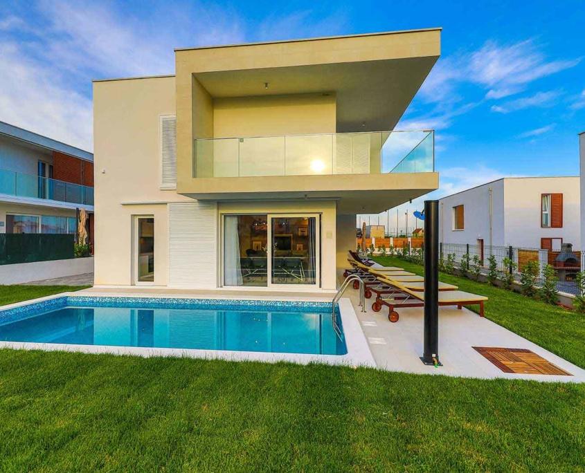 Villa Leah****